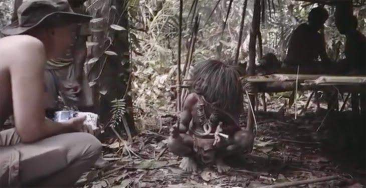 Suku primitif di pedalaman Papua